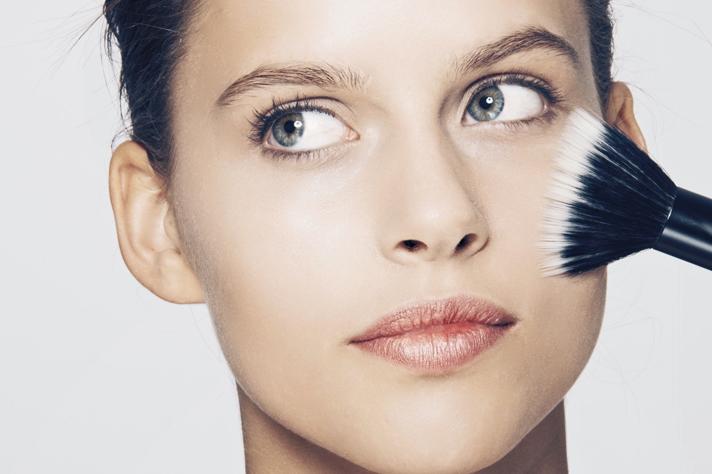 5 Cara Mudah Dapatkan Bentuk Kening Cantik