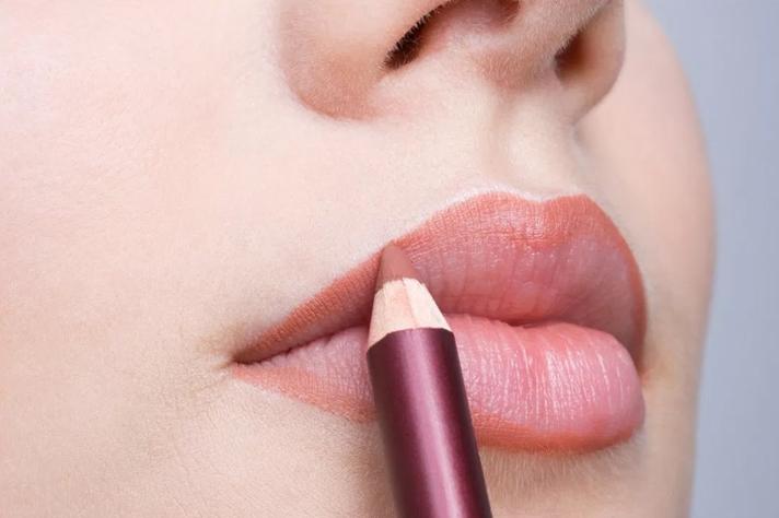 5 Cara Pakai Lipstik Agar Tahan Lama Sepanjang Hari